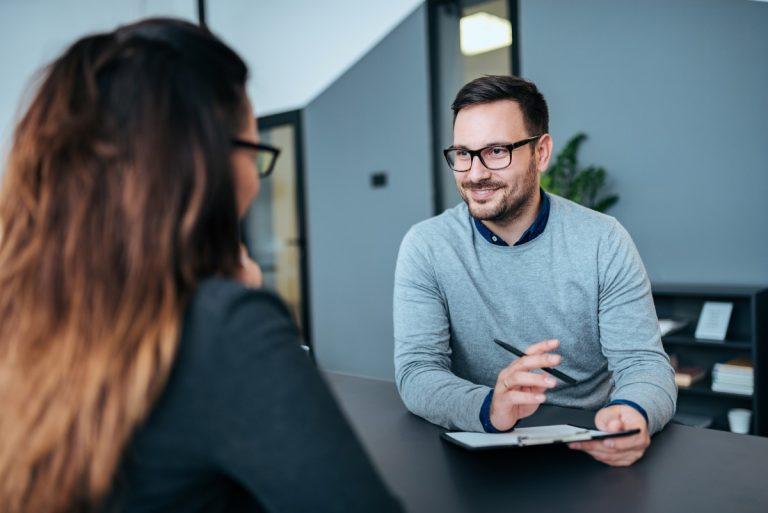 Bewerbungsgespräch: So sammeln Sie erste Pluspunkte