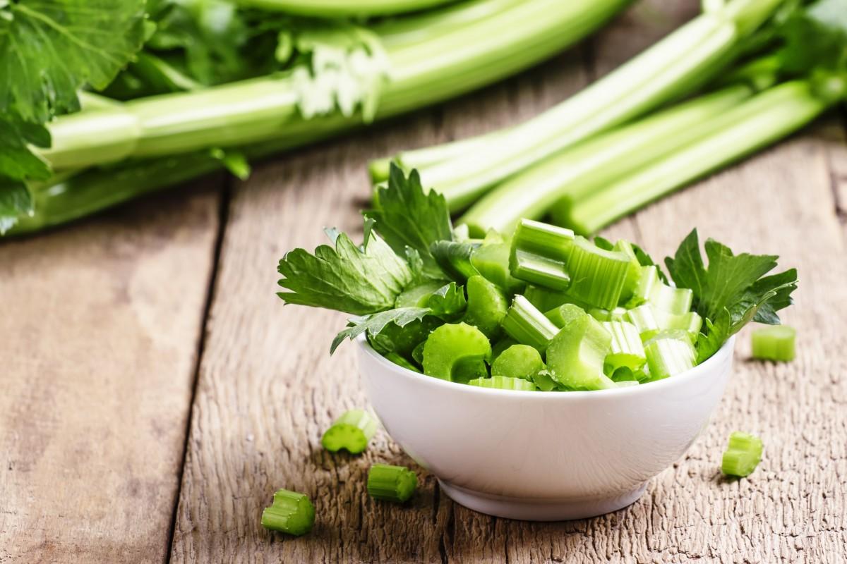 Zahngesundheit: Sellerie und grüner Tee machen Ihr Gebiss fit