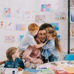 Beziehungsarbeit: In Kindergärten werden Erzieher benötigt