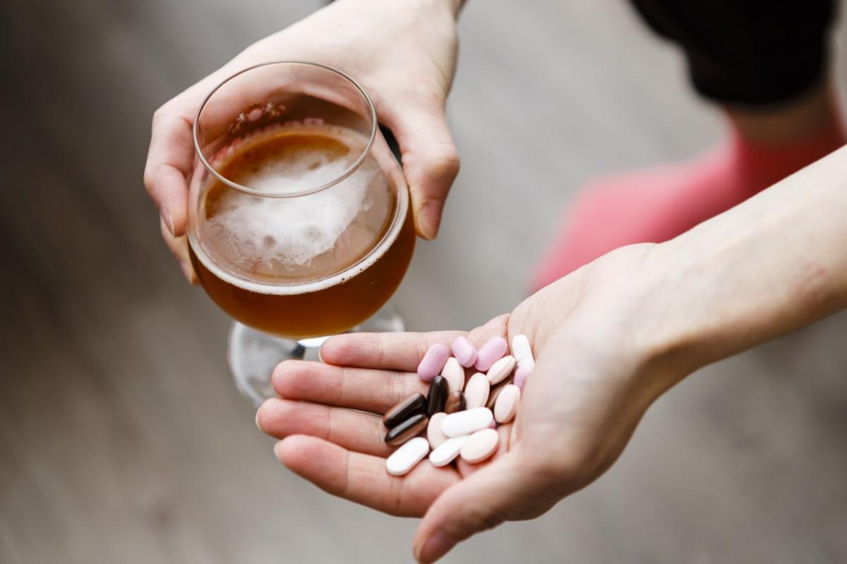 Schmerzmittel und Alkohol: Eine Kombination, die einige Risiken birgt