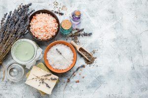 Selbstgemachte Badezusätze: So holen Sie sich Natur statt Chemie in Ihre Wanne