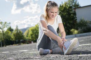 Verstauchtes Fußgelenk – wann Sie zum Arzt gehen sollten