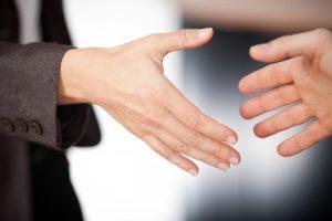 Begrüßung mit Handschlag - wohin mit dem Handschuh?