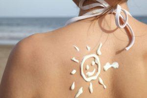 Sonnencreme muss regelmäßig aufgetragen werden