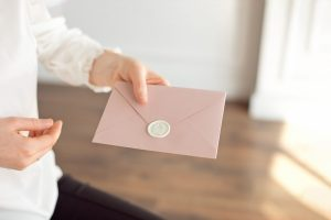 Einladungen: Vermeiden Sie diese peinlichen Fauxpas!