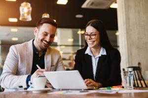 """Verkaufsgespräche: So erkennen Sie, dass Sie ein Geschäft """"im Sack"""" haben"""