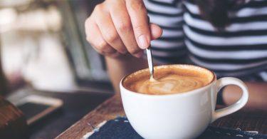 Umrühren mit dem Kaffeelöffel: Vermeiden Sie unnötige Geräusche