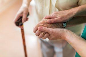 Altenpflege: Keiner will ins Pflegeheim