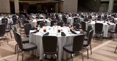 Sitzordnung: So sorgen Sie dafür, dass die richtigen Leute nebeneinander sitzen