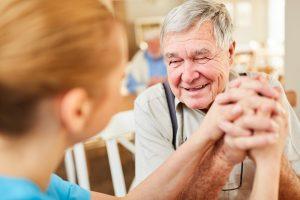Demenz: Betreute Wohngruppen als Alternative zur häuslichen oder stationären Pflege