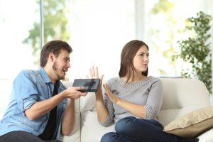 Geschenkwunsch in der Einladung – unbescheiden und stillos?