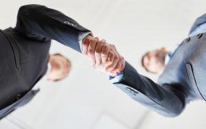 Begrüßung: Nicht immer ist ein Händedruck angebracht