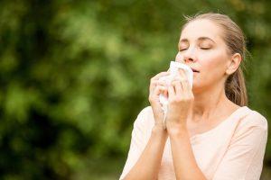 Nie mehr Spritzen: Tropfen lassen Ihre Nase bei Heuschnupfen zur Ruhe kommen