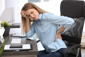 Rückenschmerzen: Krafttraining und Gymnastik wirken gleich gut