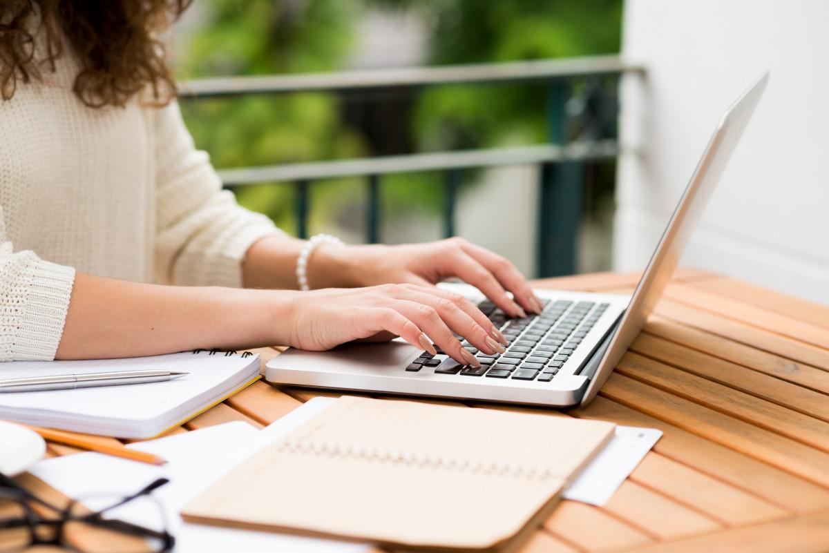 """Netiquette: Ist """"Hallo"""" in der E-Mail-Korrespondenz unhöflich?"""