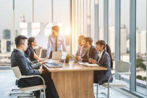 Business English: Texte und Besprechungen schnell zusammengefasst