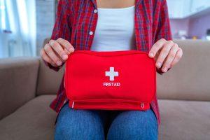 Hausapotheke: Wie Sie Ihren Medikamentenvorrat pflegen