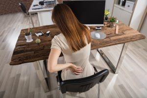 Wie man durch richtiges Sitzen Rückenprobleme verhindert