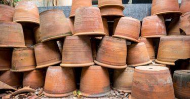 Terrakotta: So bringen Sie Ihre Pflanzgefäße sicher durch den Winter