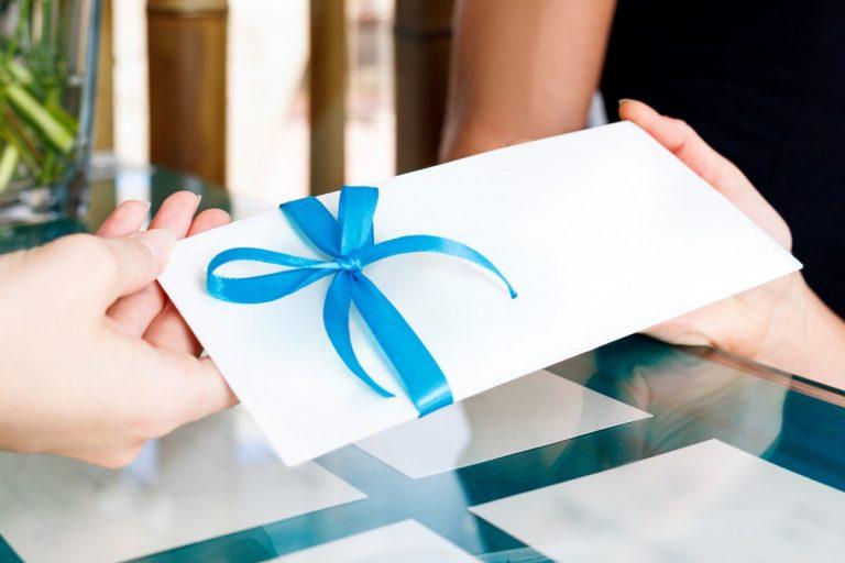 Ein Gutschein kann ein kreatives Geschenk sein