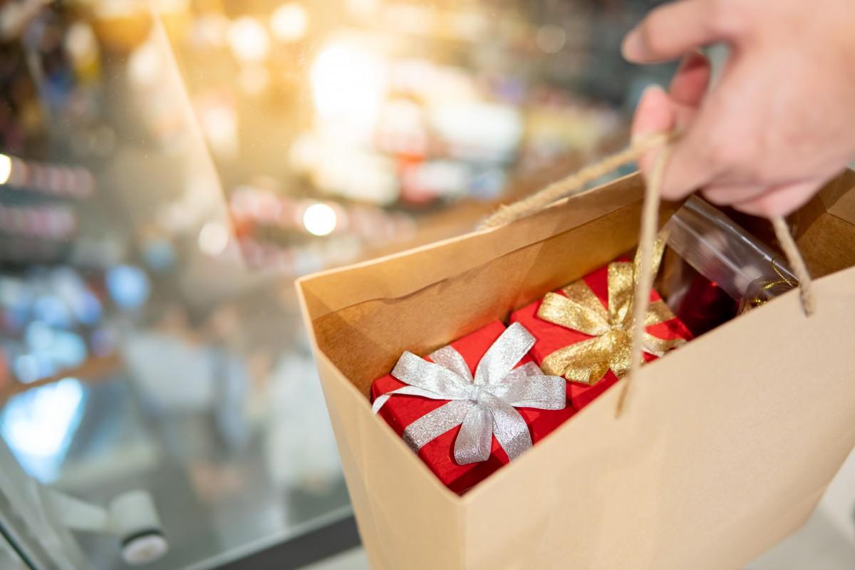 Unpassende Weihnachtsgeschenke: Was Sie beim Schenken beachten sollten