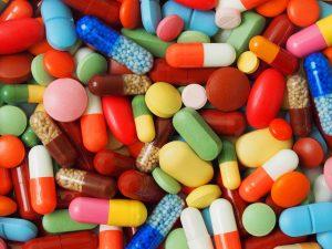 Pflege: Verfallsfristen der Medikamente beachten