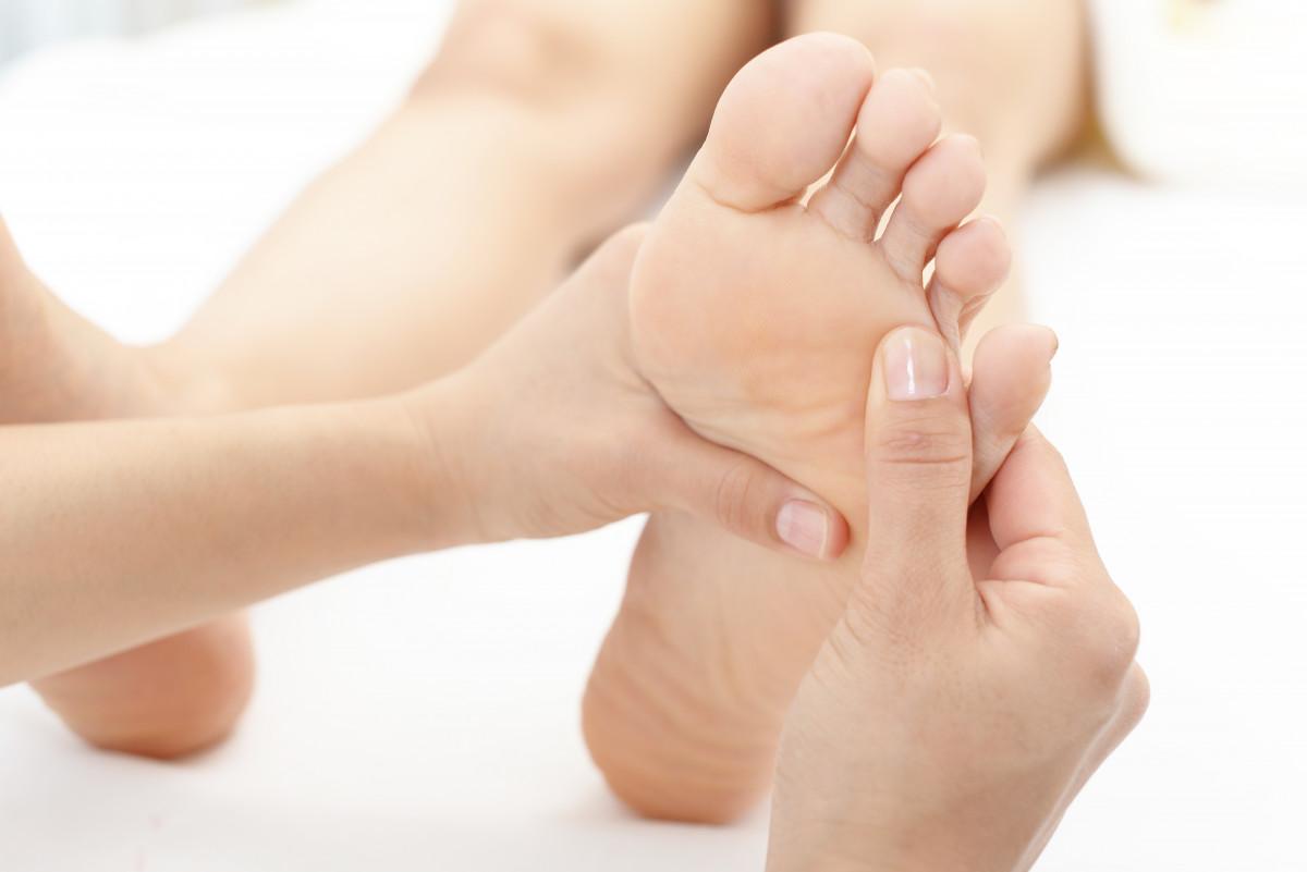 Entspannen Sie sich mit einer Fußsohlenmassage