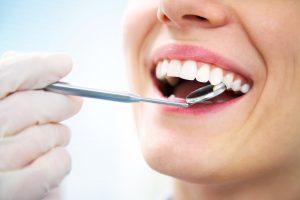 Zahnpflege: Rohe Zwiebeln und Petersilie schützen vor Karies