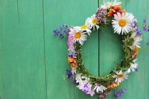 Schicke Blumenkette für Sommerparty basteln