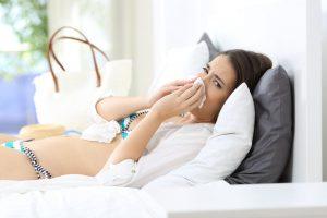 Die homöopathische Reiseapotheke: Gelsemium gegen Sommergrippe