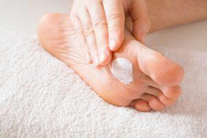Pflege für die Füße: Hornhaut, Ade!