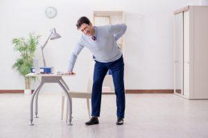Rückenübungen fürs Büro: Hände drehen
