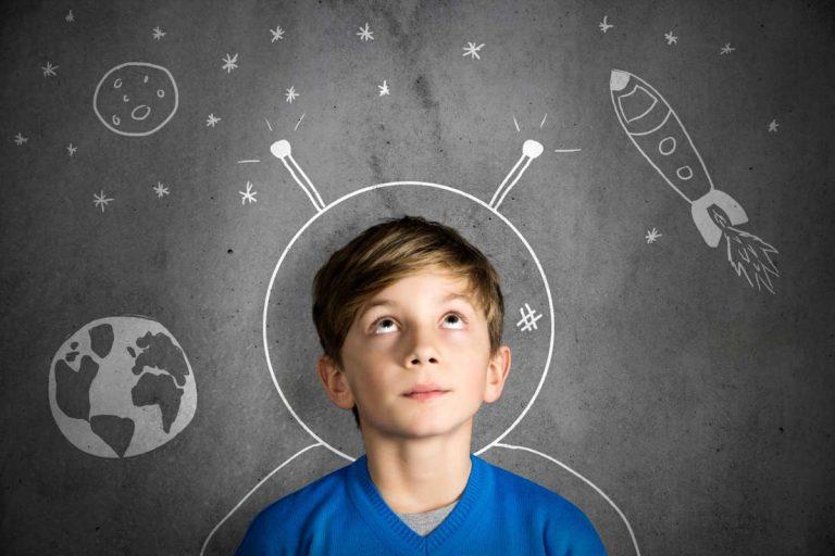 Von der Schule zum Beruf: Wann denkt ein Kind an den Beruf?