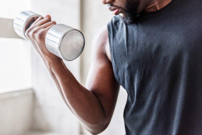 Starke Oberarme durch Training für Ihre Bizeps