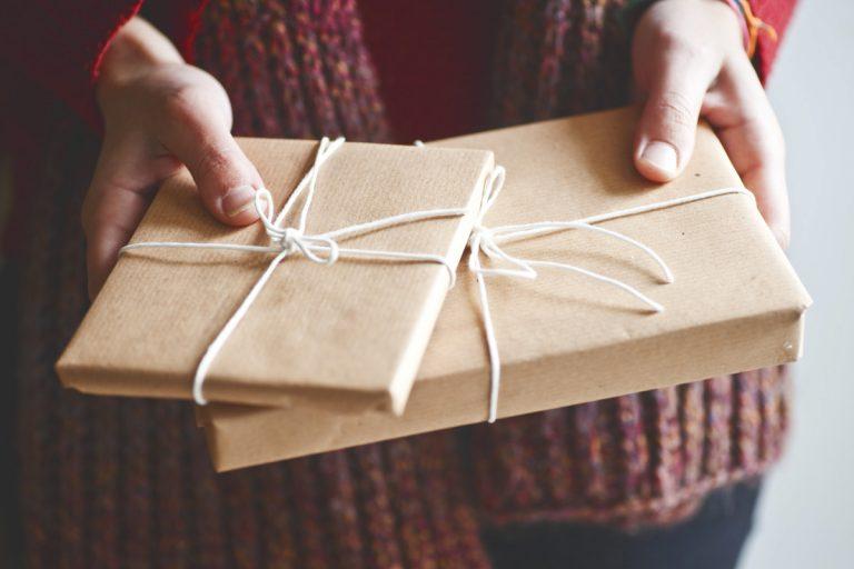 Basteln Sie eine Geschenkverpackung für eine CD