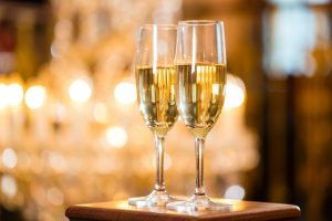 Herz: Ein Glas Champagner zu Silvester