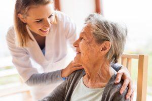 Wann ein Umzug ins Pflegeheim sinnvoll ist