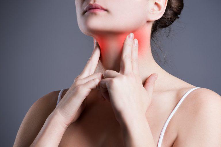 Beschwerden durch Kälte: Halsschmerzen und Heiserkeit homöopathisch behandeln