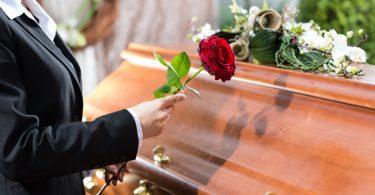 Trauerrede: So halten Sie das Andenken des Verstorbenen in Ehren