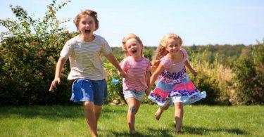Ein gesunder Rücken stärkt Kinder: Bewegungstipps