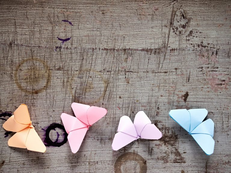 Basteln für Ostern: Bunte Schmetterlinge
