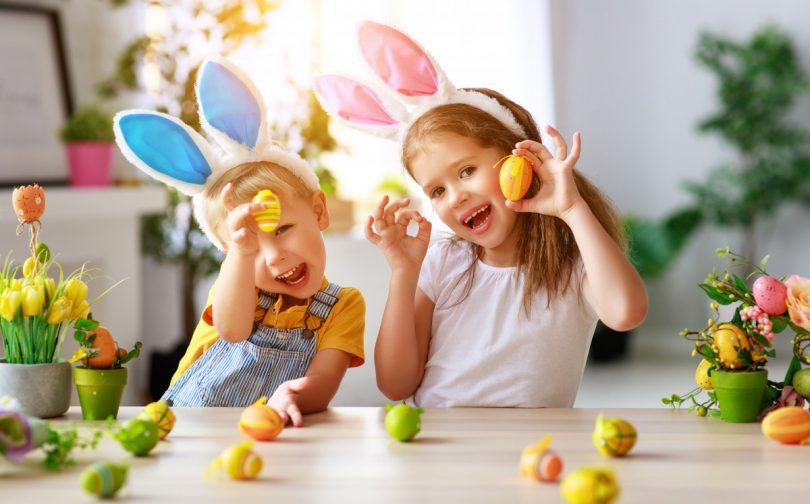 Basteln Sie witzige Hasenohren zu Ostern