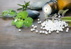 Homöopathie und Wetter: Beschwerden durch Wetterwechsel