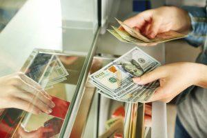 Wo Sie für den Urlaub Geld wechseln können