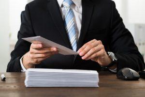 Französische Geschäftsbriefe: Dank, Interesse, Zustimmung & Ablehnung im Einleitungssatz
