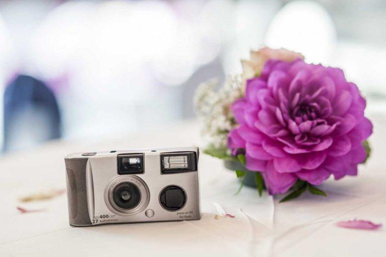 Hochzeitsideen: Verteilen Sie Einwegkameras