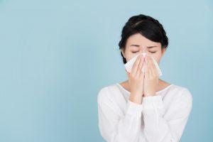 Heuschnupfen und Homöopathie: Mit Nux vomica Heuschnupfen behandeln