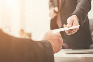Französische Geschäftsbriefe: Wie Sie im Einleitungssatz eine Reklamation oder Entschuldigung unterbringen (Teil 6)