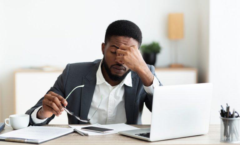 Weniger Stress am Arbeitsplatz: Lachen entstresst das Gehirn
