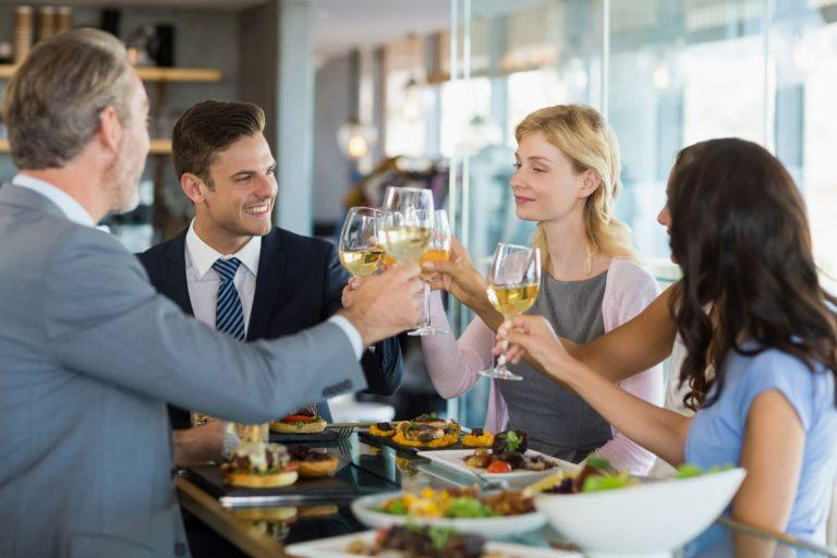 Essen mit Geschäftspartnern: Nie mehr unangenehm auffallen!